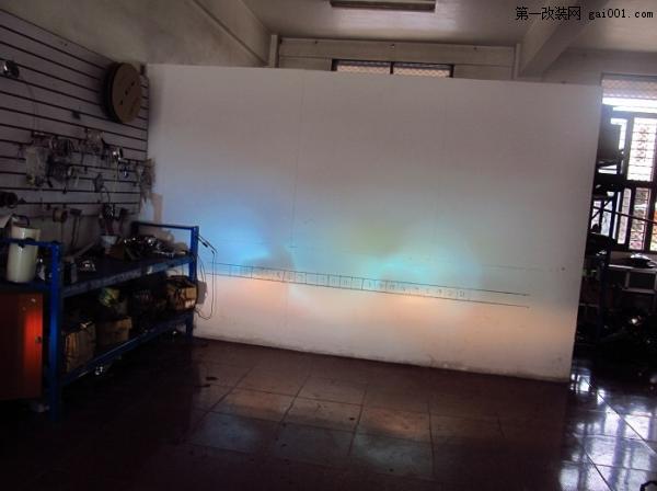 车主自己加装了氙气灯,灯光偏蓝,没有什么穿透力。没有解码的效果,所以显示了故障灯 ...