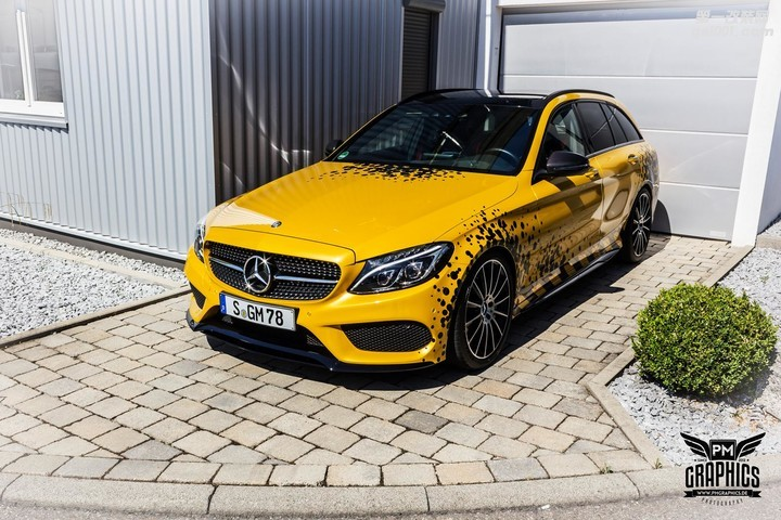 mercedes-c450-amg-yellow-taxi-vs-c43-in-silky-blue-wrap-battle_3.jpg