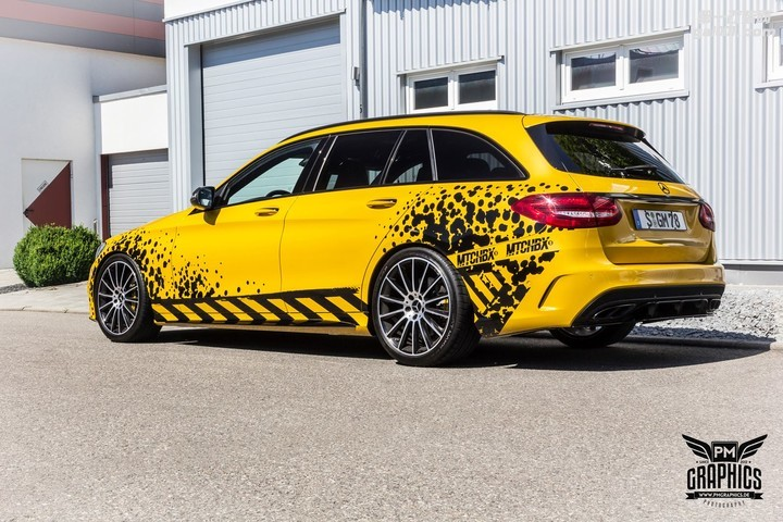 mercedes-c450-amg-yellow-taxi-vs-c43-in-silky-blue-wrap-battle_4.jpg