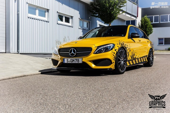mercedes-c450-amg-yellow-taxi-vs-c43-in-silky-blue-wrap-battle_5.jpg