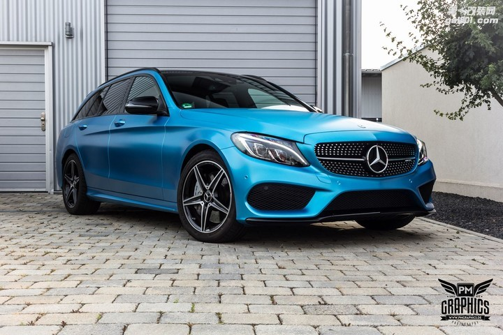 mercedes-c450-amg-yellow-taxi-vs-c43-in-silky-blue-wrap-battle_11.jpg