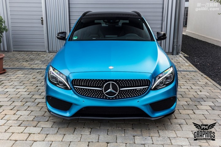 mercedes-c450-amg-yellow-taxi-vs-c43-in-silky-blue-wrap-battle_13.jpg