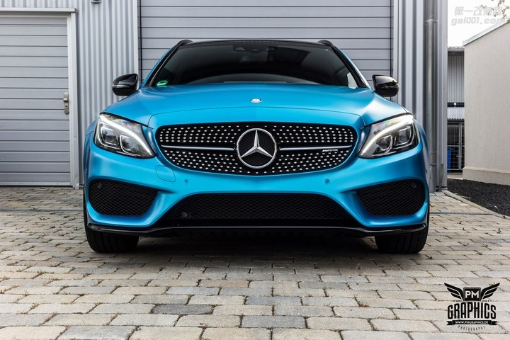 mercedes-c450-amg-yellow-taxi-vs-c43-in-silky-blue-wrap-battle_15.jpg
