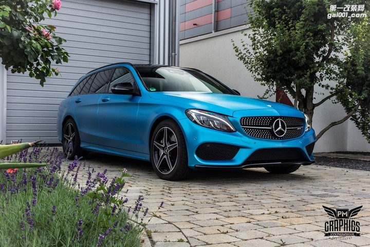 mercedes-c450-amg-yellow-taxi-vs-c43-in-silky-blue-wrap-battle_16.jpg
