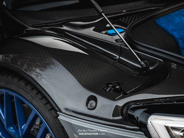neidfaktor-covers-the-audi-r8-in-carbon-fiber_4.jpg