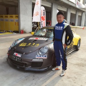 涛神驾驶911获得CEC耐力赛GT组冠军