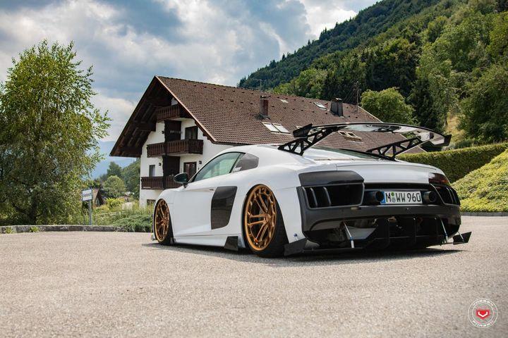奥迪R8改装Vossen LC2-C1金色轮毂和赛车车身套件