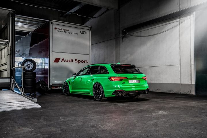 abt-rs4-shows-green-carbon-spec-will-be-joined-by-350-hp-cupra-ateca-in-geneva_5.jpg