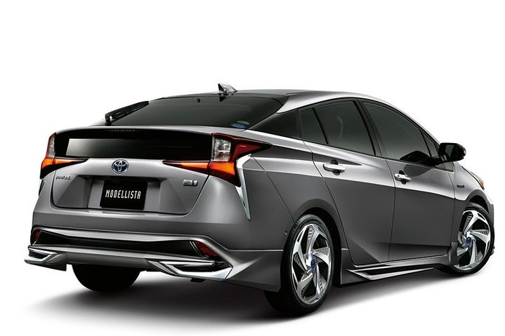 2019-toyota-prius-gets-crazy-trd-and-modellista-body-kits-in-japan_4.jpg