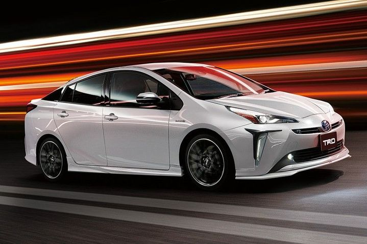2019-toyota-prius-gets-crazy-trd-and-modellista-body-kits-in-japan_1.jpg