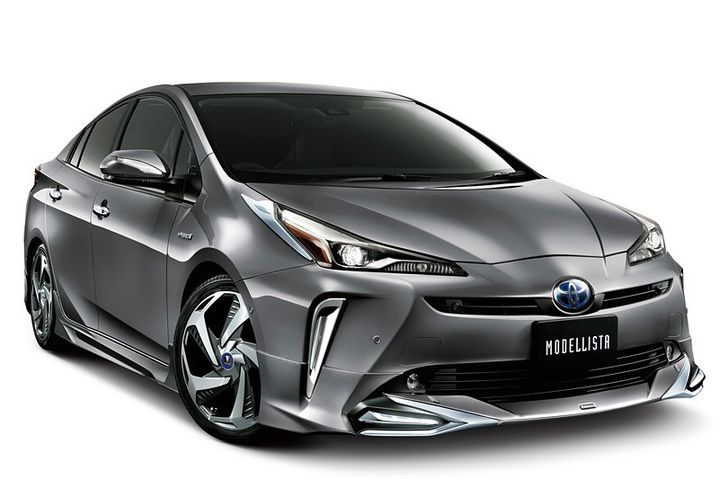 2019-toyota-prius-gets-crazy-trd-and-modellista-body-kits-in-japan_3.jpg