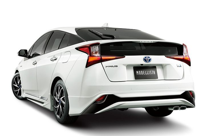 2019-toyota-prius-gets-crazy-trd-and-modellista-body-kits-in-japan_7.jpg