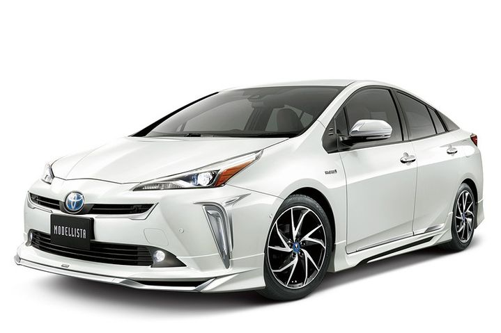 2019-toyota-prius-gets-crazy-trd-and-modellista-body-kits-in-japan_6.jpg