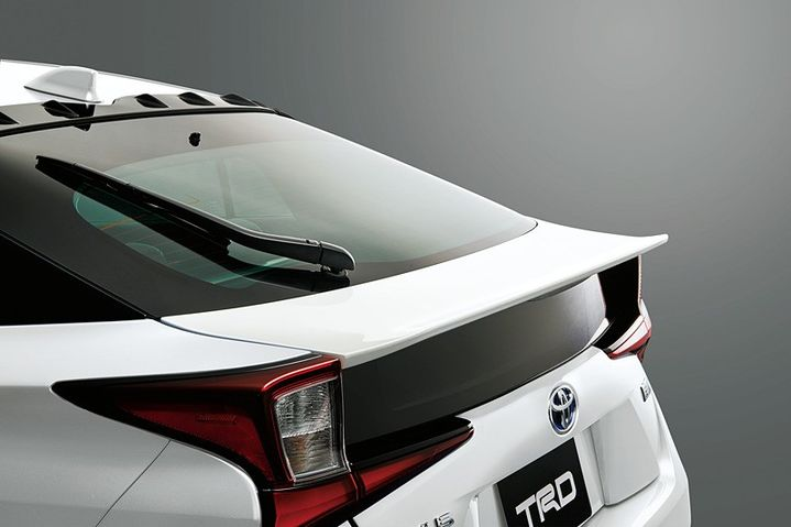 2019-toyota-prius-gets-crazy-trd-and-modellista-body-kits-in-japan_15.jpg